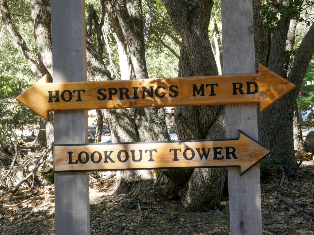 A trail marker that indicates the correct path to the top of Hot Springs Mountain.